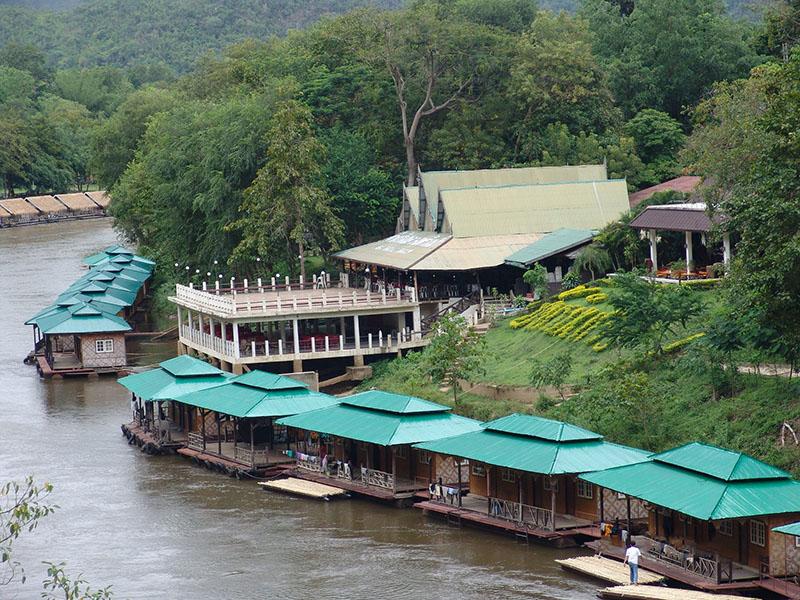 桂河丛林木排家